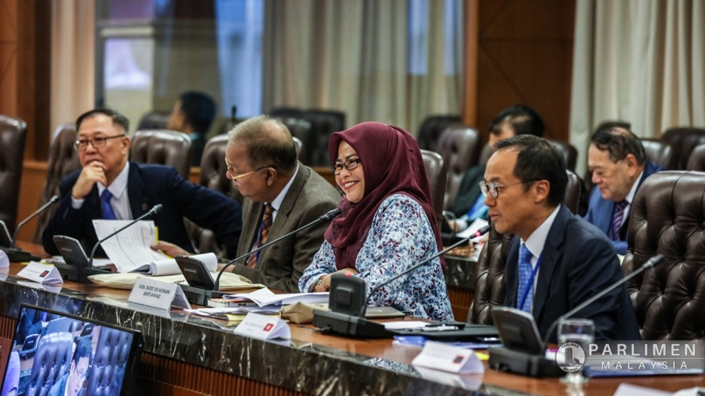 Hon Dato' Dr Noraini binti Ahmad, Chair of PAC, Malaysia chairing the interactive committee exercise